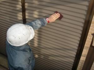 2015.01.30I様②雨戸鏡板塗装ケレン施工中