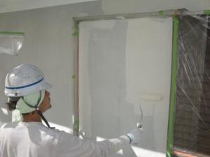 10外壁中塗り施工中