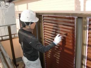 2015.01.30I様⑤雨戸鏡板塗装上塗り2回目施工中