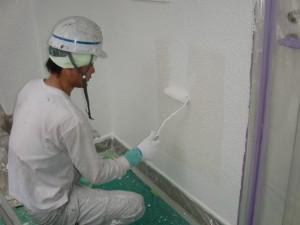 11外壁上塗り施工中