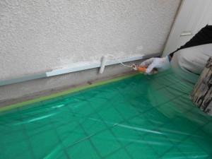 24水切り下塗り施工中