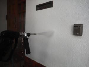 2014.12.22S様2玄関横洗浄中
