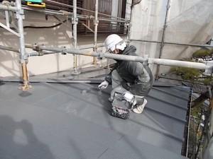 2015.02.6N様⑰下屋根トタン部中塗り施工中