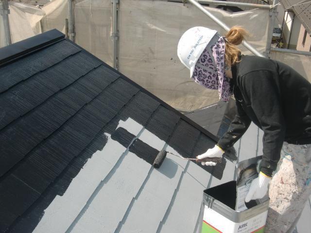 2015.07.24S様邸⑪屋根上塗り1回目施工中