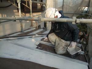 2015.02.6N様⑯下屋根トタン部下塗り施工中