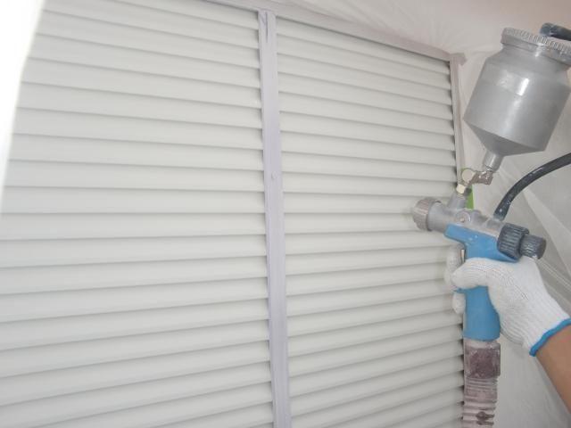 2015.07.24S様邸55雨戸鏡板上吹き1回目施工中