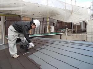 2015.02.6N様⑩下屋根中塗り施工中