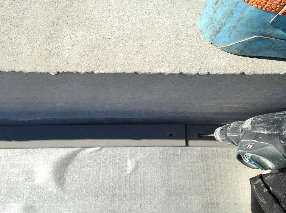 20171027Aビル様⑮平場鋼板取付