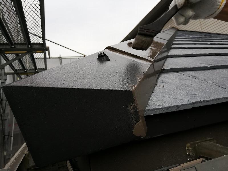 屋根中塗り施工中 (9)